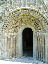 Clonfert Cathedral door | https://commons.wikimedia.org/wiki/File:Clonfert_door_2006-06-21.JPG