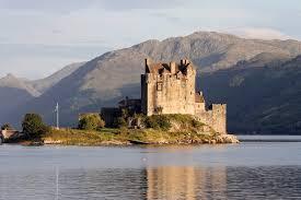 Ellen Doonan Castle Scotland by Guillaume Piolle 2009   https://commons.wikimedia.org/wiki/File:Eilean_Donan_castle_-_95mm.jpg