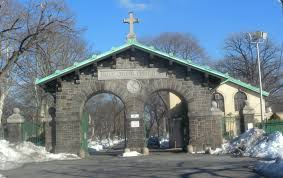 Holy Cross Cemetery Gate Brooklyn. U. S.  | https://commons.wikimedia.org/wiki/File:Holy_Cross_Cemetery_gate_jeh.jpg
