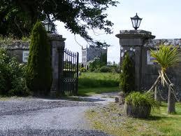 Kilcolgan Castle, Co. Galway | https://commons.wikimedia.org/wiki/File:Kilcolgan_Castle_-_Kilcolgan_Townland_-_geograph.org.uk_-_1314561.jpg