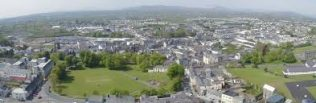 Aerial View of Castlebar, Co. Mayo | https://commons.wikimedia.org/wiki/File:Castlebar_large_view_from_above.jpg