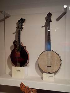 Gibson Mandolin F- 4 | https://commons.wikimedia.org/wiki/File:Gibson_Mandolin_model_F4_(c.1913),_S.S._Stewart_Tenor_Banjo_(1922),_Museum_of_Making_Music.jpg