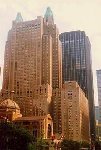 Waldorf Astoria Hotel, New York 2017 Eliza.rolle | https://commons.wikimedia.org/wiki/File:I_Waldorf_Astoria_Hotel,_New_York_City,_NY,_USA_(2).jpg