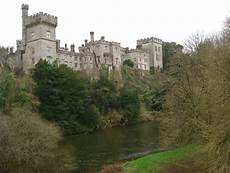 Lismore Castle, Co. Waterford 2007 Rául Correl   https://commons.wikimedia.org/wiki/File:Lismore_Castle_(Lismore,_Co._Waterford).jpg