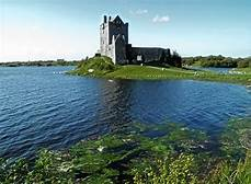 Dunguaire Castle, Co. Galway 2011 DC Chadwick    https://commons.wikimedia.org/wiki/File:Dunguaire_Castle_County_Galway_Ireland.jpg