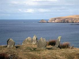 Glengad Stone Circle, Kilcommen, Erris, North Mayo 2010 Comhar | https://commons.wikimedia.org/wiki/File:Glengad_Stone_circle_overlooking_Broadhaven_Bay_Kilcommon,_Erris_North_Mayo.jpg