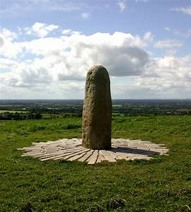 Stone of Destiny, Hill of Tara | https://commons.wikimedia.org/wiki/File:Stone_of_Destiny,_Hill_of_Tara.png