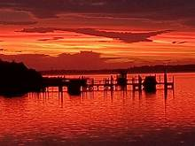 Sunset at Grippsland Lakes | https://commons.wikimedia.org/wiki/File:Sunset_at_Gippsland_Lakes.jpg