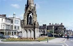 Station Square, Harrogate, England | https://commons.wikimedia.org/wiki/File:Station_Square,_Harrogate,_c1970_-_geograph.org.uk_-_488817.jpg
