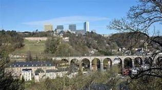 Luxembourg City 2017 | https://commons.wikimedia.org/wiki/File:Luxembourg_City_-_Pfaffenthal_-_Clausen_-_Kirchberg.jpg