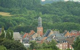 Panorama Doullens France | https://commons.wikimedia.org/wiki/File:Doullens_panorama_avec_beffroi.jpg