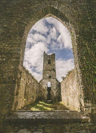 Killowen Church Ruins, Kenmare. Co. Kerry | https://commons.wikimedia.org/wiki/File:Killowen_Church,_Kenmare.jpg