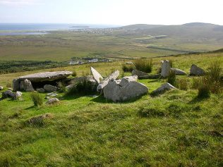 Megalithic Tomb Achill Island | https://commons.wikimedia.org/wiki/File:Tomb_Achill_Island.jpg