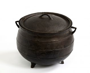 Object No. 81 Empty cooking pot, nineteenth century | National Museum of Ireland - Country Life
