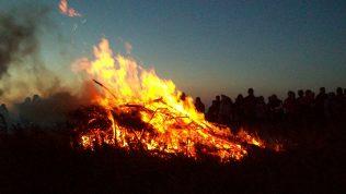 Bonfire. | Talskiddy at en.wikipedia