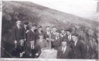 Jim Morans friends at place of his death abt 1924 | Leonard collection