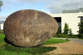 Noah's Egg by Rachel Joynt at Veterinary Science Building UCD | commons.wikimedia.org