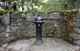 Preserved pump in Dunlavin surrounded by feature stone walls | Dunlavin Tidy Towns