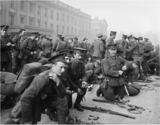 Robert Kennedy (foreground, third from the left) as the 1st Battalion, Irish Guards prepare to leave Wellington Barracks, 6 August 1914. | Courtesy of Imperial War Museum.