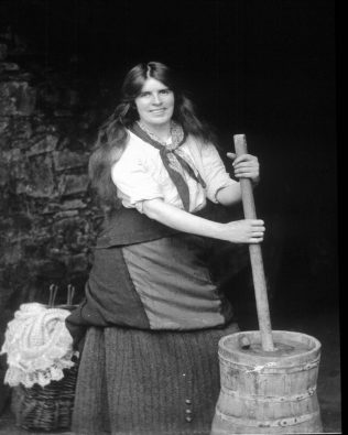 Churning butter | National Museum of Ireland