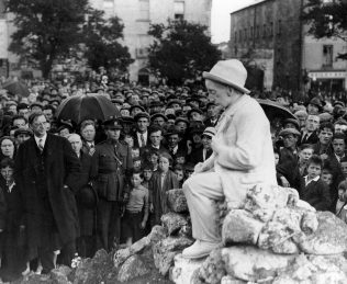De Valera unveiling the  Conaire Monument, Eyre Square, 1935. | Courtesy of Galway City Musuem.