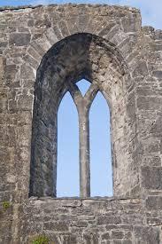 Gable Window Ballinrobe Priory | commons.wikimedia.org