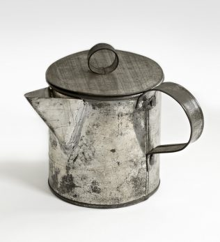 Object No. 82 Emigrant's teapot, late-nineteenth to mid-twentieth century | National Museum of Ireland - Country Life